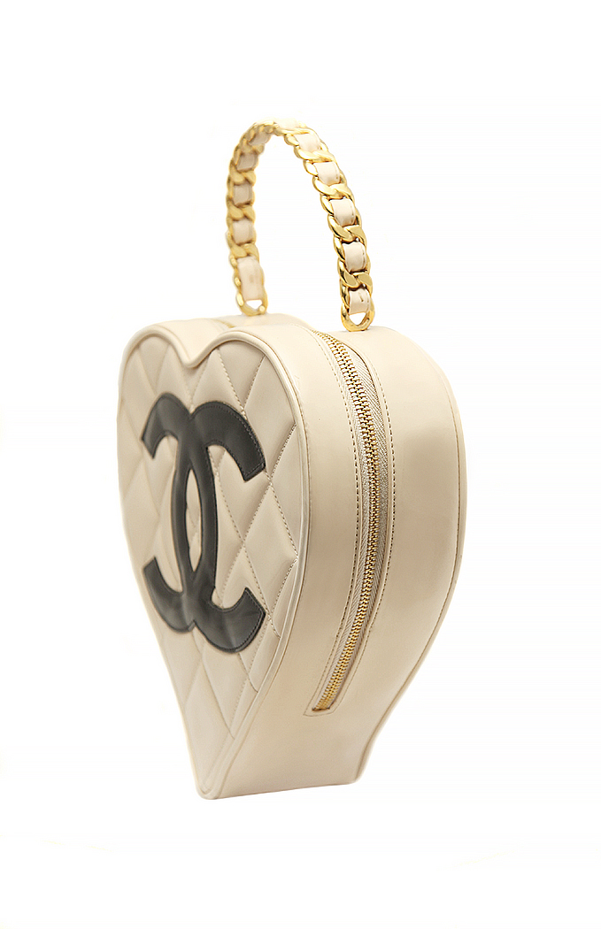 ca7015e5ffe5 Chanel Patent Leather Heart Handbag - Vintage Voyage store