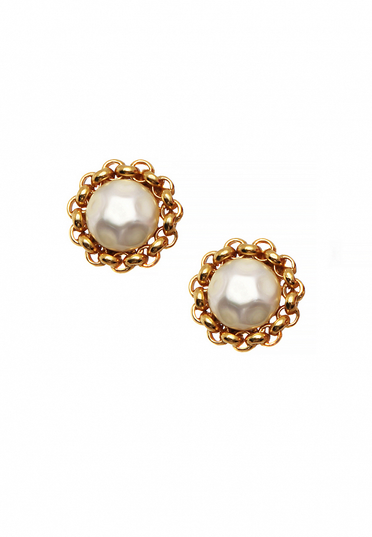 Chanel Clip-on Earrings With Chain Frames - Vintage Voyage store